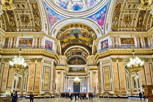 Cathédrale St-Isaac de St-Petersburg avec sa plinthe de shungite de 25 cm de haut.